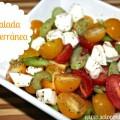 Una Ensalada Mediterranea con Tomates y Queso